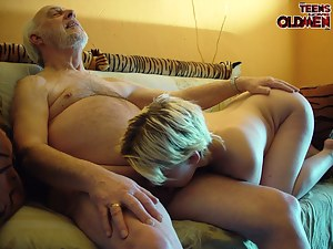 Free Teen Ball Licking Porn Pictures