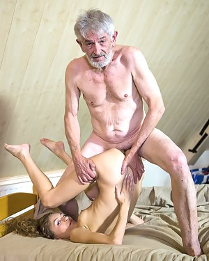 Free Old vs Teen Porn Pictures